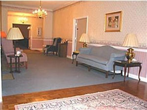 Hiawassee Chapel: Lounge