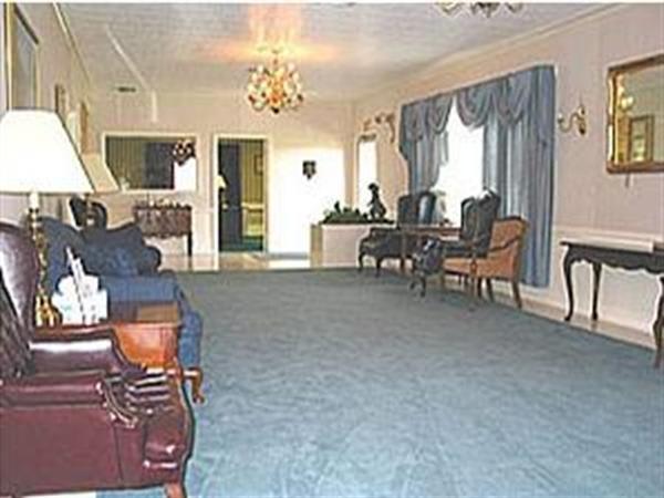 McCaysville Chapel: Main Lobby