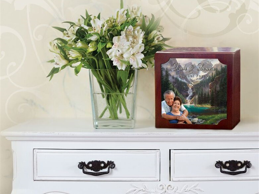 Urns & Cremation Keepsakes